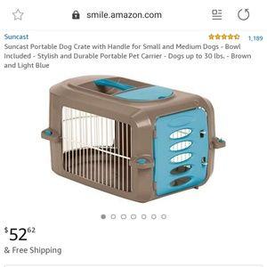 Suncast Portable Dog Crate pet carrier with bowls